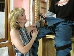 Mature MILF Jennifer To get a piece of assed