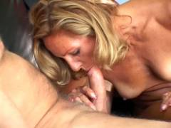 Mature Wife Slurping a Tonk